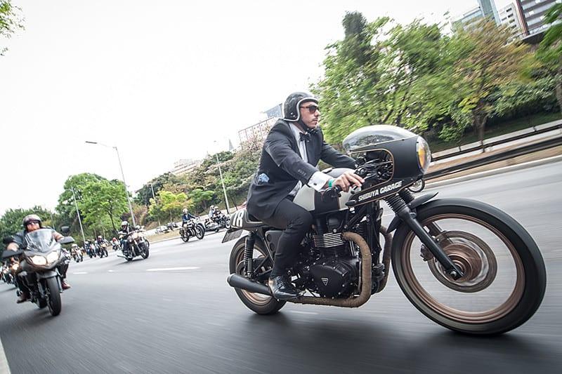 Para destruir o estereótipo negativo de homens em motocicletas, o DGR convida seus membros a vestirem-se elegantemente e, preferencialmente, rodarem de motos clássicas