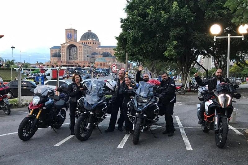 Um dos grupos de motonliners aproveitou a viagem para visita à Basílica de Aparecida