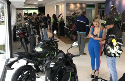 Showroom da Kawasaki Premium no dia da inauguração