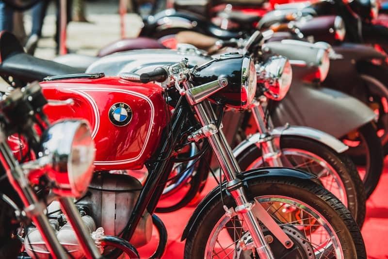 BMW organiza