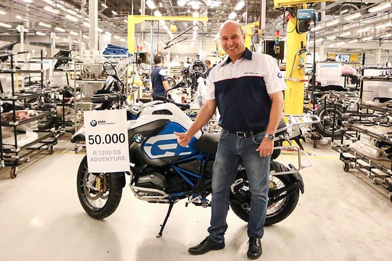A BMW atingiu o marco de 50 mil motos produzidas no Brasil e decidiu celebrar o número ao lado de seu maior sucesso de vendas aqui e no mundo: a BMW G 1200 GS