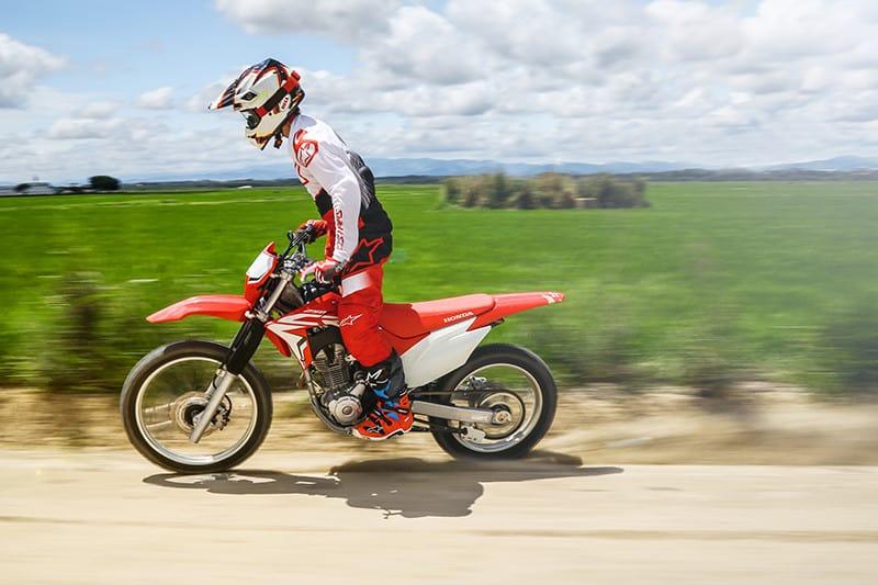 Desenvolvida e fabricada no Brasil, moto tem respostas vigorosas e progressivas. Motor é o mesmo da CB 250F Twister - de resto, é tudo exclusivo dela