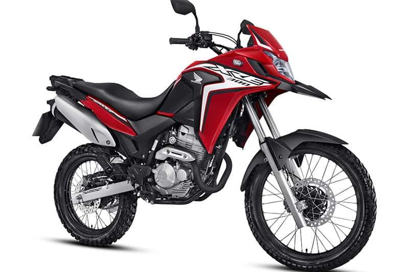 A XRE 300 ganhou sua atualização mais significativa em 10 anos de produção. Modelo recebeu novas carenagens, sistema de iluminação e está 5,4 kg mais leve que a edição anterior
