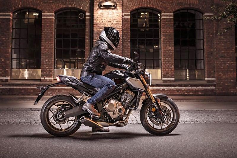 Novidades importantes na família CB. Honda apresentou nova CB 650R (foto), baseada no conceito Neo Sports Café, e CBR 650R no Salão de Milão