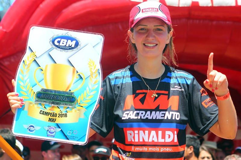 É tetra! Maiara Basso conquistou o troféu da MXF de forma invicta - Foto: Maurício Arruda/PubliX