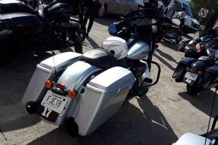 Todas as motos da família possuem os alforges laterais removíveis