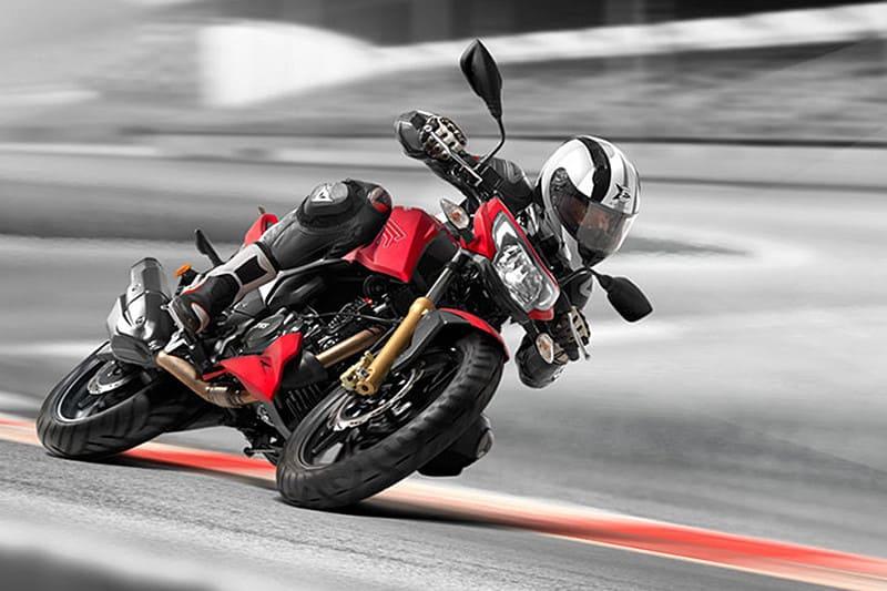 A principal aposta da RTR 200 chama-se esportividade. Visual agressivo, banco em dois níveis e embreagem deslizante devem agradar motociclistas