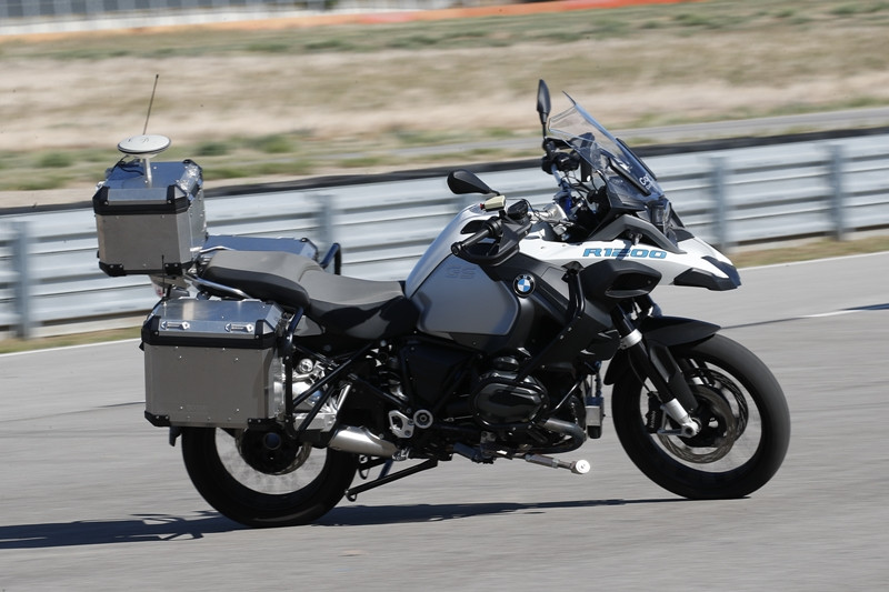 Moto autônoma: objetivo é desenvolver sistemas que possam assumir o comando da moto em situações extremas de perigo