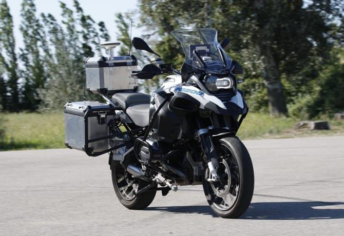 Moto autônoma da BMW é exibida em Las Vegas