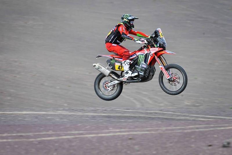 O argentino Kevin Benavides ficou em terceiro na etapa e agora é o vice-líder na classificação geral - Foto: Dakar/DPPI