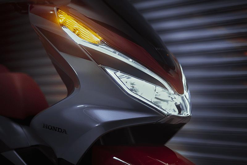 Iluminação em LED mostra à distância que esta é a 3ª geração do bem-sucedido PCX 150