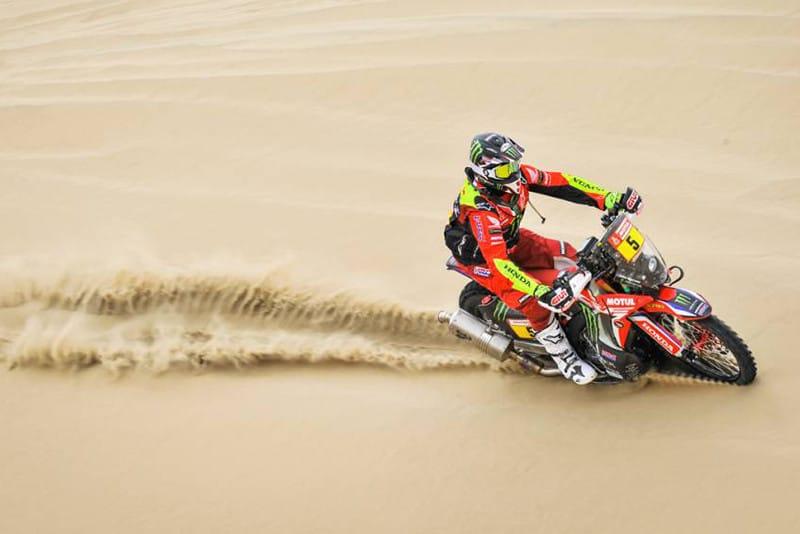 """O piloto oficial Honda Joan Barreda Bort venceu a primeira etapa, percorrendo os 331 quilômetros em 57'36"""" - Foto: Dakar/DPPI"""