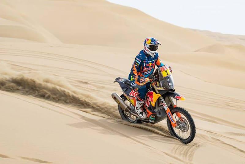 Matthias Walkner defende o cinturão nas motos e venceu a segunda etapa, deixando para trás as Honda de Ricky Brabec e Joan Barreda Bort - Foto: Dakar-DPPI