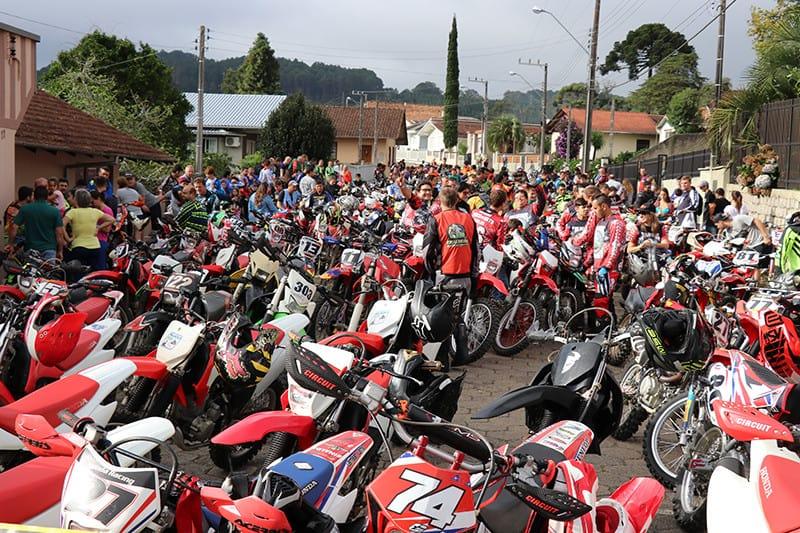 A 10ª Trilha da Ovelha acontece em março, no norte de Santa Catarina. Evento sorteará 15 motos entre os inscritos, sendo 10 Yamaha TT-R 230