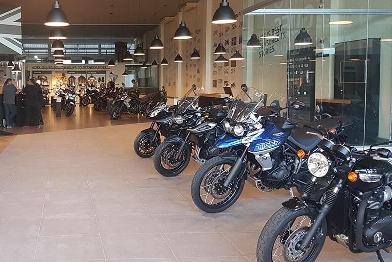 Espaço conta com show-room, customer lounge e oficina completa. A equipe é formada por 11 funcionários