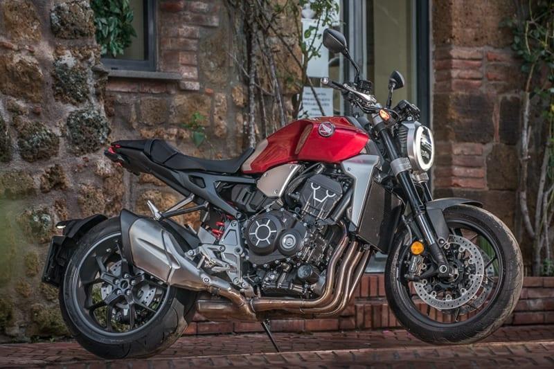 Mistura de estilos deixou a moto realmente muito atraente