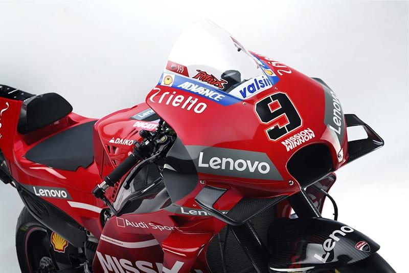 Ducati vermelha e com logo Audi