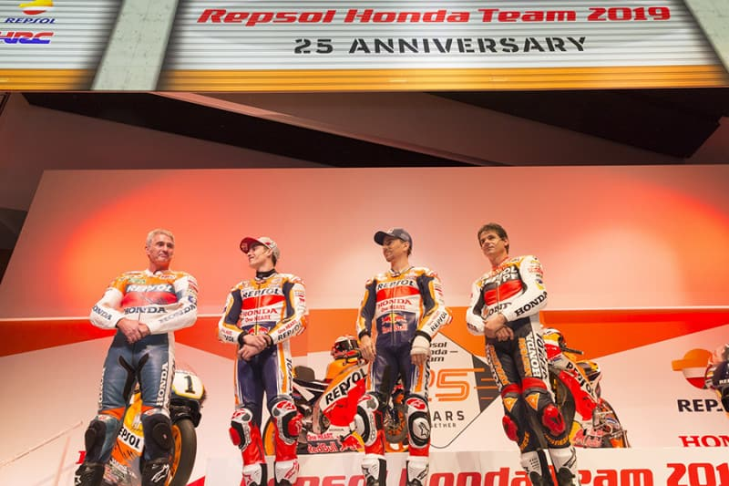 Para mostrar a nova RC213V, a Honda leva 14 títulos da MotoGP e 500cc ao palco: Doohan, Márquez, Lorenzo e Criville