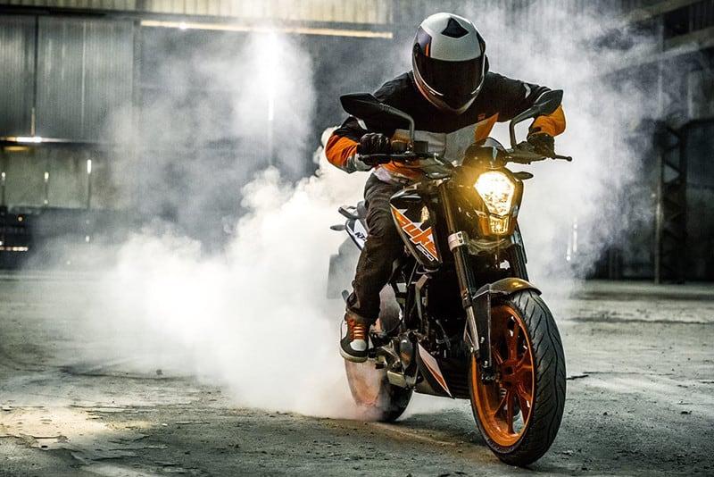Entrada ao mundo 'ready to race', KTM 200 DUKE ganha freios ABS na versão 2019