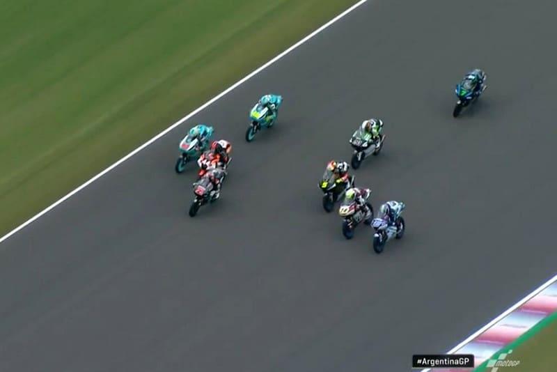 Uma prova no melhor estilo da Moto3, com mais de dez pilotos brigando pela liderança!