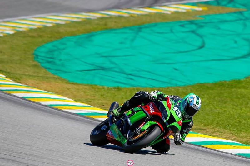 West vence na sua estreia pelo SuperBike Brasil. Australiano já competiu no MotoGP, Moto2 e também no Mundial de SuperBike