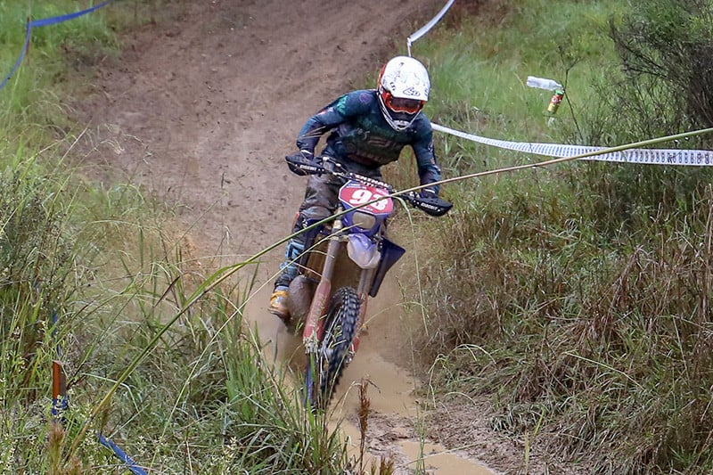 Romain Dumontier lidera nas categorias Enduro GP e E2 - Foto: Rogério Leite/Mundo Press
