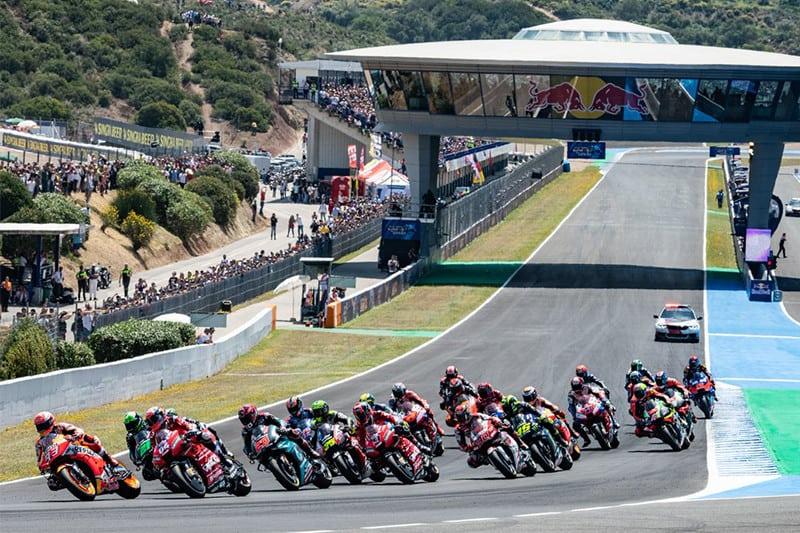 Pilotos na volta de apresentação em Jerez. Próxima etapa será em Le Mans, na França, em 19 de maio