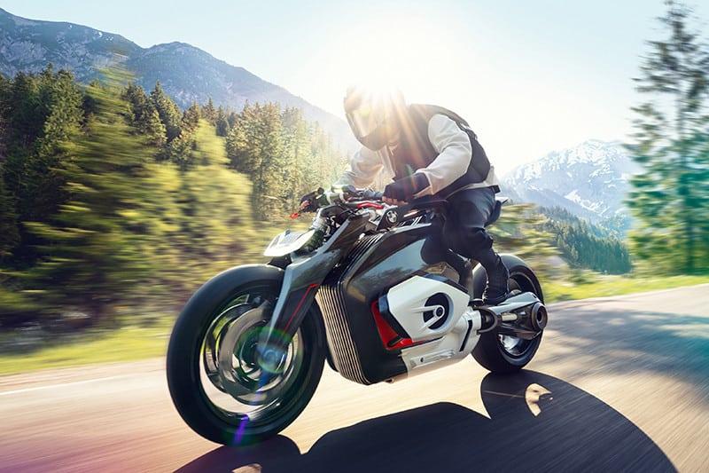 A BMW Motorrad Vision DC Roadster é mais um dos conceitos que apontam para o futuro das motos  alemãs - e ele parece manter os pés no motor boxer