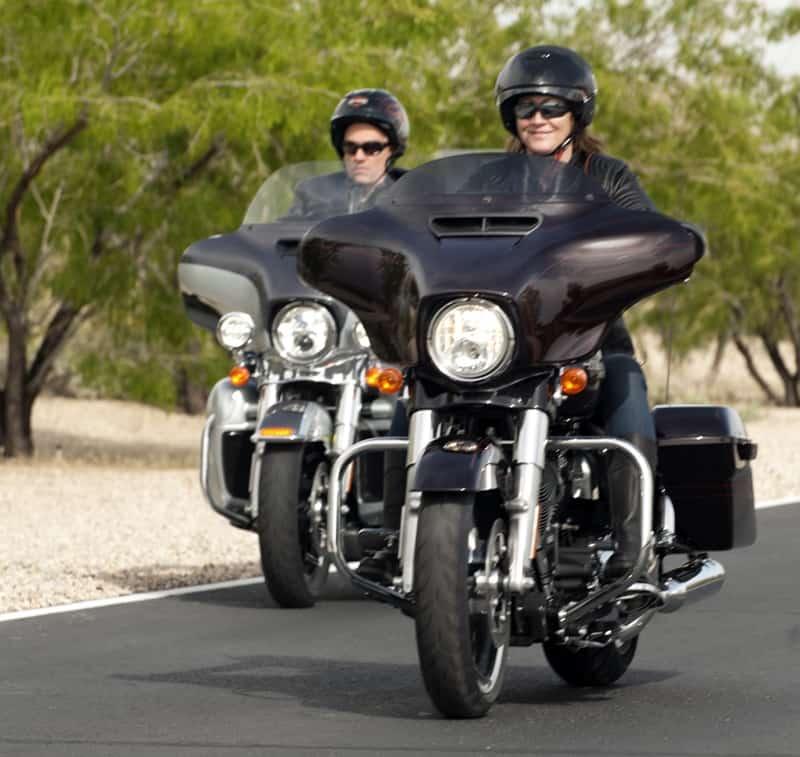 Vá para a estrada no mês dos namorados: um bom roteiro e cada um na sua moto também vale
