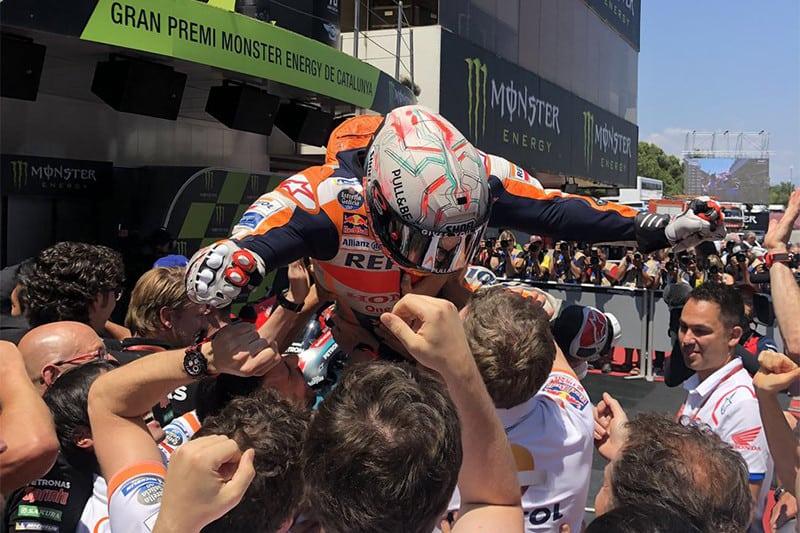 que comum. Aos poucos, Márquez caminha para seu oitavo título no Mundial (sexto na MotoGP) e reforça a pergunta: o que (ou quem?) poderá por fim à sua era?