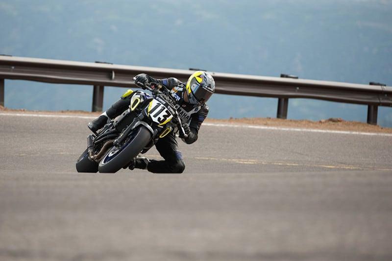 Para encarar a competição foram realizados ajustes pontuais na moto, que mantém grande parte de seu conjunto idêntica ao do modelo que está à venda nas lojas