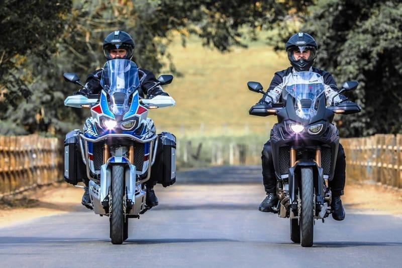 Africa Twin agora tem duas versões: à esquerda a Adventure Sports e à direita a Standard