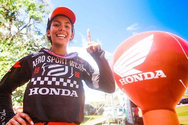 Mais uma vitória para a conta e, ao que tudo indica, mais um título para coleção. Goiana Bárbara Neves está com uma mão na taça da categoria feminina