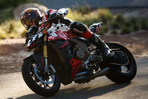 Tetracampeão no Pikes Peak, americano Carlin Dunne não resistiu aos ferimentos após o acidente com sua Ducati Streetfighter V4 e acabou falecendo