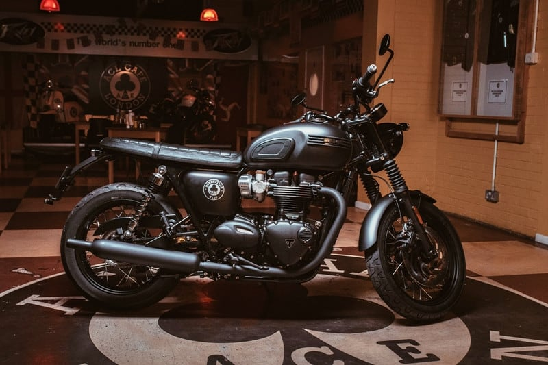 Bonneville T120 Ace homenageia os motociclistas londrinos que frequentavam o Ace Café com suas Café Racer na década de 60
