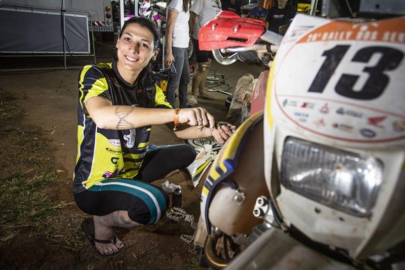Campeã no off road, Janaína logo se apaixonou pelo Sertões. Para ela, cada dia concluído é uma vitória