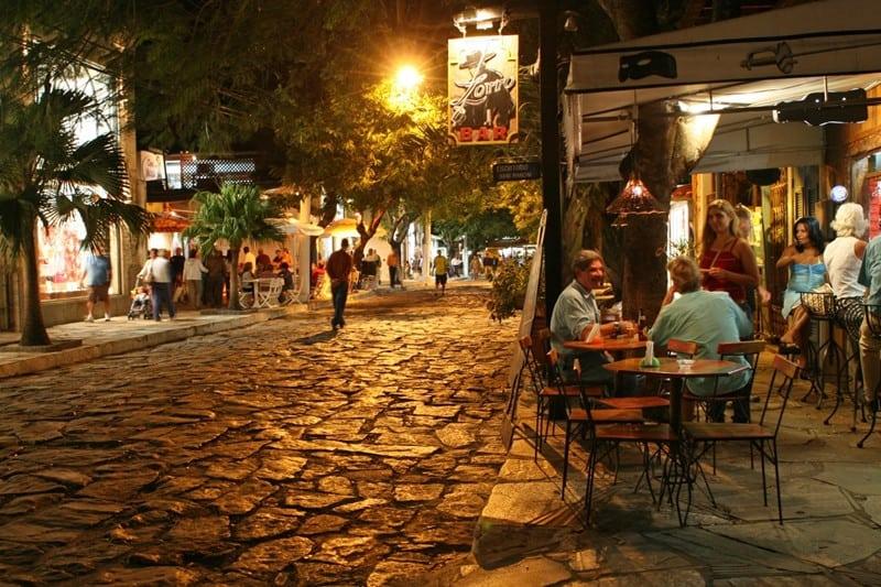 Rua das Pedras, em Búzios, será o ponto central do Bikerfest, de 22 a 25 de agosto