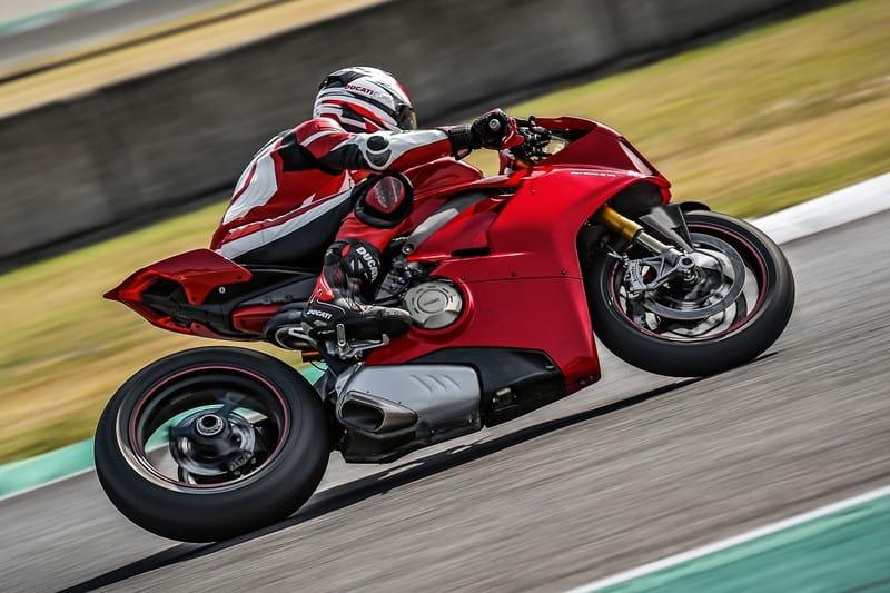 Toda a experiência acumulada nas pistas da MotoGP a Ducati trouxe para a Panigale V4 S