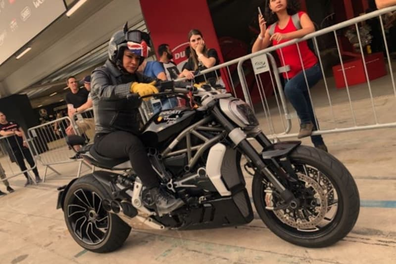 O primeiro contato com uma Ducati antes de pilotar: cuidado e atenção