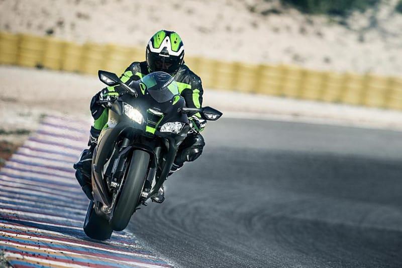 Kawasaki ZX-10R deriva da experiência da marca no Mundial de Superbike. Das pistas e para as pistas