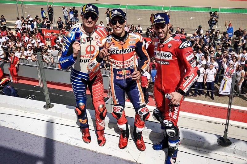 Jack Miller, Marc Márquez e Andrea Dovisiozo no pódio em Aragon