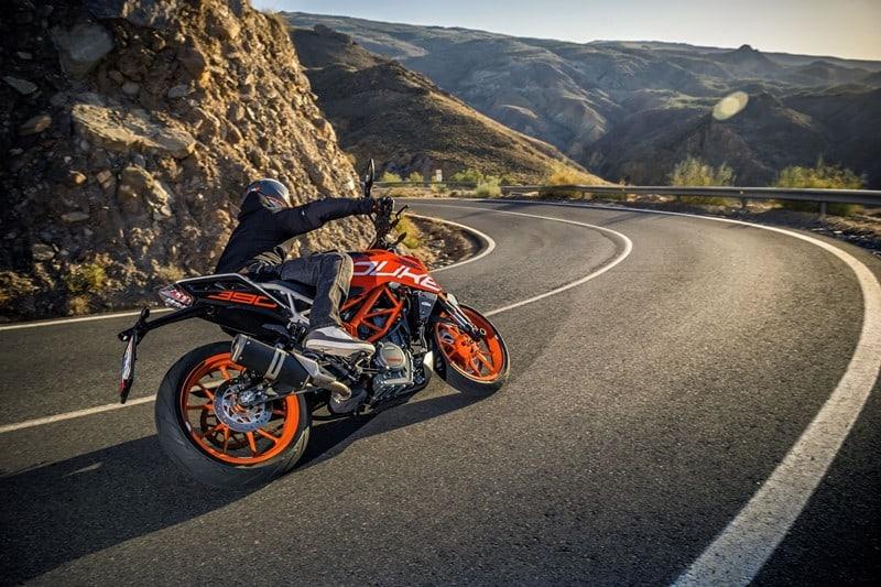 Por enquanto, a marca disponibiliza no Brasil apenas duas de suas interessantes motos para as ruas, as Duke 200 e 390