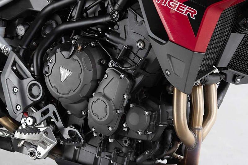 Agora, são 95,2 cv a 8.750 rpm e 8,8 kgf.m de torque a 7.250 rpm. Desse modo, motor está mais esperto e com mais 10% de torque em relação à antecessora, Tiger 800