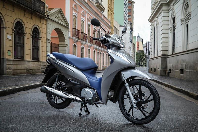 Biz 125 mantém características de motorização e freios para a linha 2020