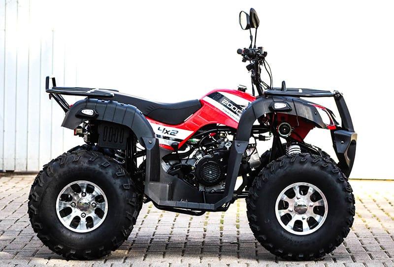 Equipado e pronto, Force 200cc se apresenta versátil em suas utilidades na casa de campo ou na trilha