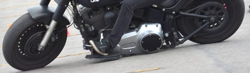 Famosas por serem 'ruins de curva', as custom são bastante limitadas fisicamente - Foto: Geórgia Zuliani
