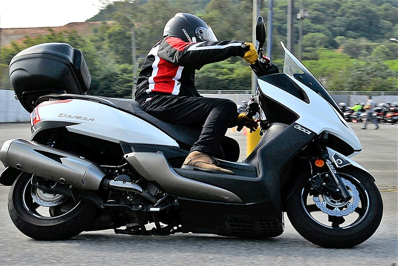 Preste atenção neste aprendizado e lembre-se: moto é feita para contornar curvas! - Foto: Geórgia Zuliani
