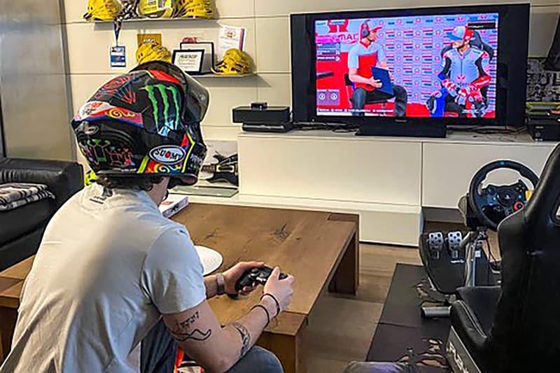 Saudades da MotoGP, né meu filho? Por enquanto estamos todos no ritmo de Francesco Bagnaia, curtindo o Mundial pelo videogame