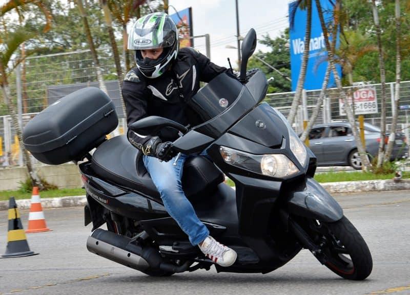 Para quem está começando nas duas rodas o scooter pode ser uma boa pedida, especialmente pela facilidade de pilotagem - Foto: Geórgia Zuliani